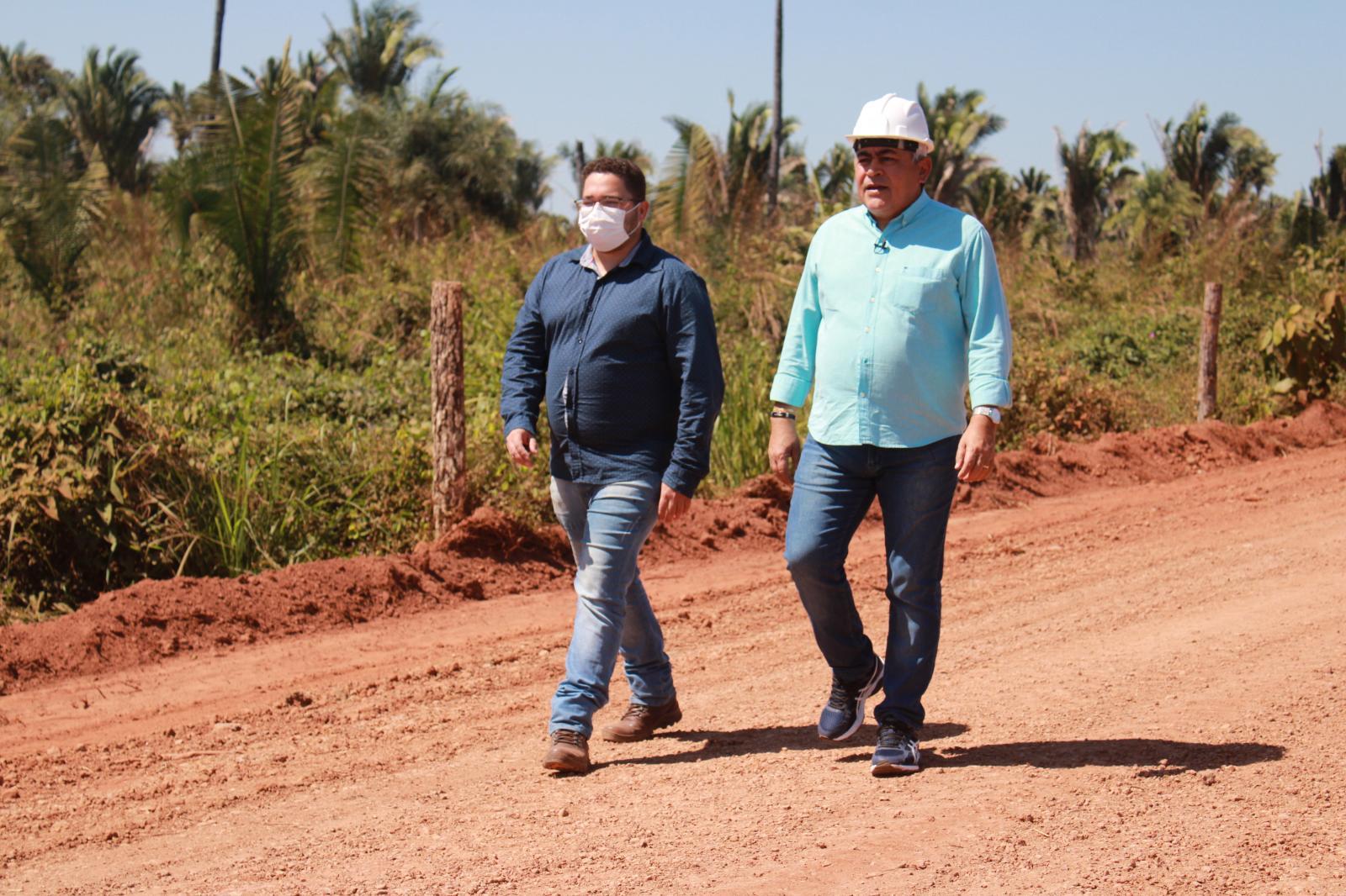 Secretaria de Obras intensifica trabalhos de manutenção de estradas vicinais na região da Trizidela, em Codó.